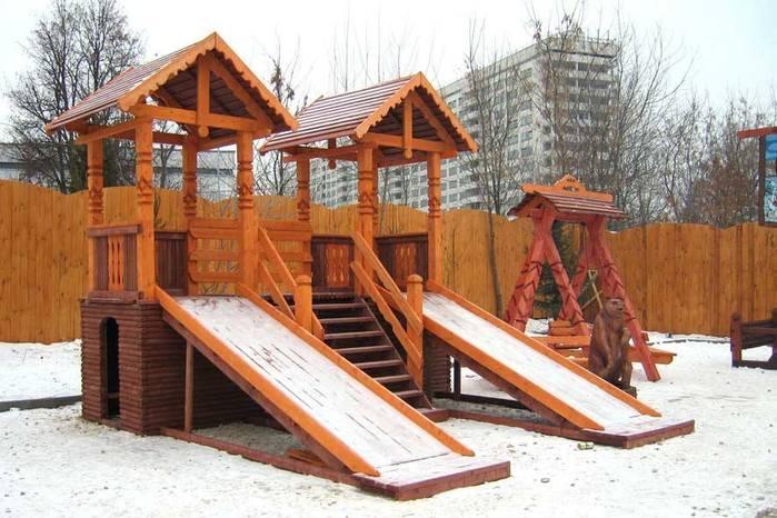 Детские деревянные горки для зимнего катания