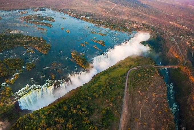 5145824_victoria_waterfalls_africa__shutterstock_117994798 (680x455, 157Kb)