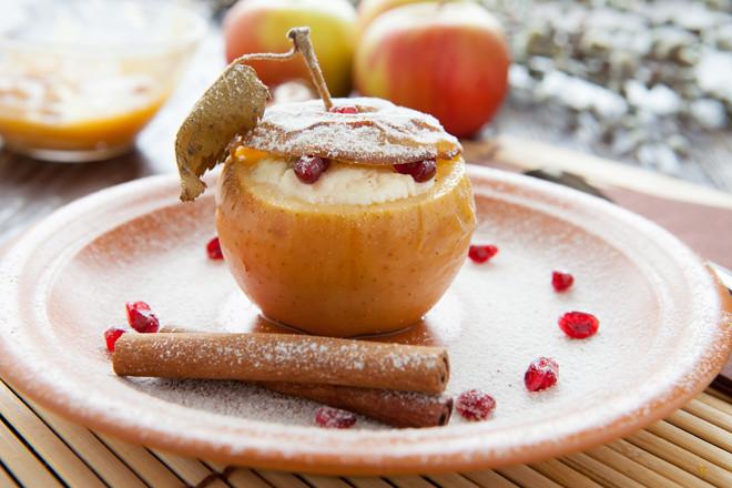Запеченные яблоки с творогом и изюмом в духовке рецепт