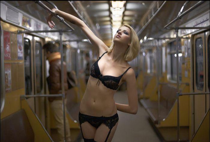 "alt=""Знакомства в метро""/2835299_ZNAKOMSTVA_V_METRO2 (700x472, 530Kb)"