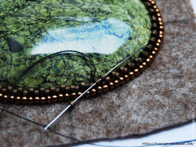 Обшиваем кабашон бисером. Очень красиво (14) (635x476, 189Kb)