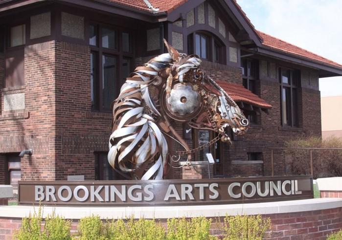 Скульптор Джон Лопес превращает старую сельхозтехнику в произведения искусства