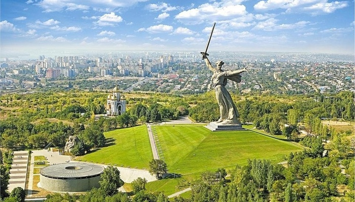 3937404_big_landscape_Mamaev_kurgan (700x399, 174Kb)