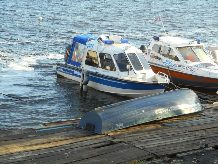 на какие лодки с мотором не надо права