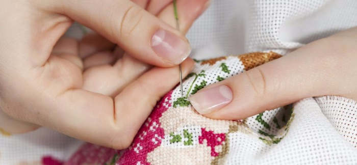 Hand_Sewing_-_iStock_000009306779_Medium_2-e1474019260211-864x400_c (700x324, 193Kb)