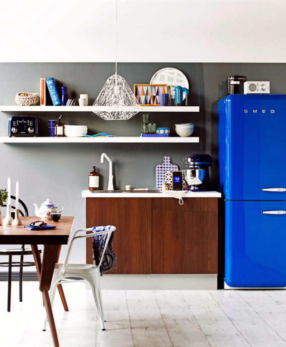 kitchen-in-a-retro-look-with-blue-fridge-0-960 (577x700, 348Kb)
