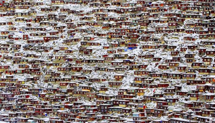 3. Жилой квартал, Тибет. Фото Qingjun Rong (700x402, 502Kb)