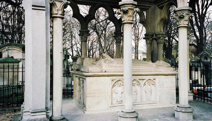 5570014_1024pxTomb_of_Abelard_et_Heloise_Pere_Lachaise_Cemetery_Paris_France_ (700x401, 102Kb)