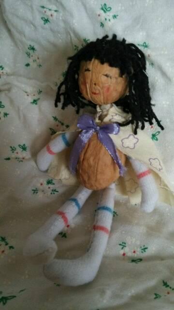 Куколка из грецких орехов (4) (360x640, 130Kb)