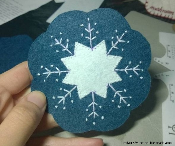 Снежинка - красивый подстаканник из фетра (6) (589x492, 161Kb)