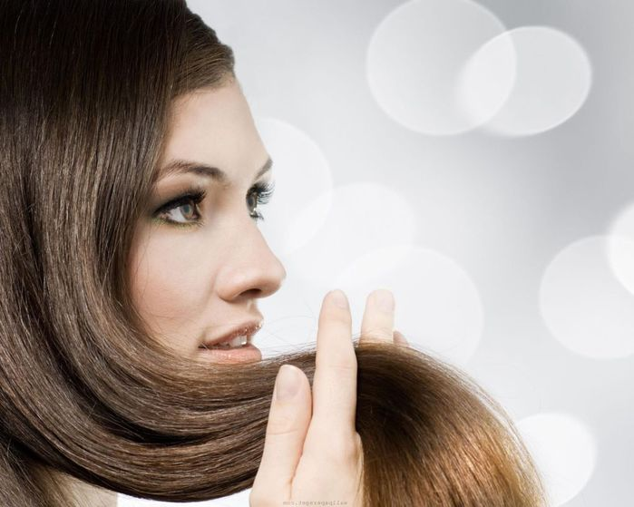 Modelo-de-cabello-tocando-su-pelo (700x559, 49Kb)