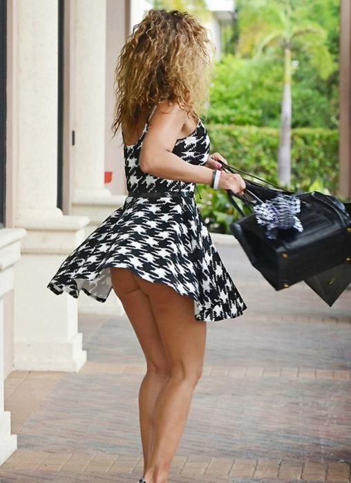 Фото девушек с задранными ветром юбками