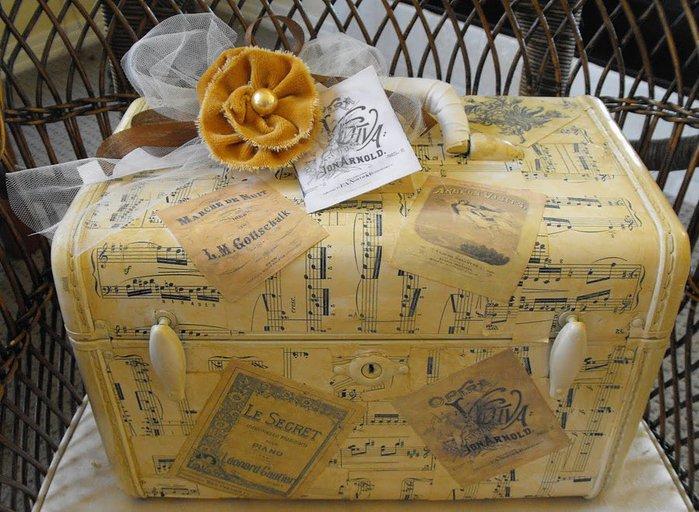 decoupaged suitcase-wildrosecottage (700x512, 99Kb)