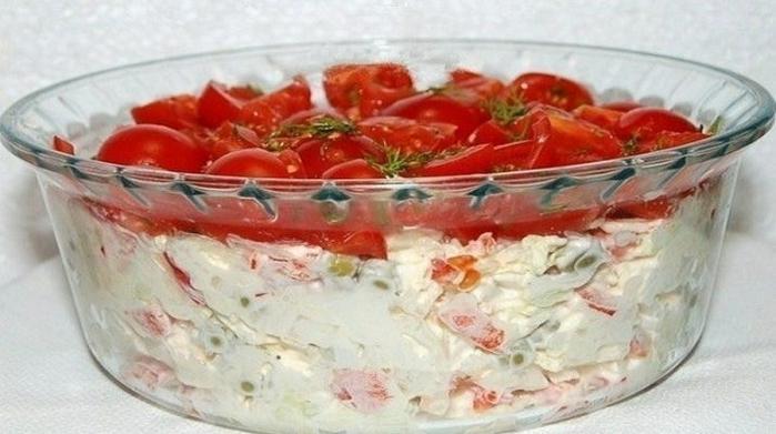 salat_krasnaya_shapochka_uzhe_pereplyunul_olive_i_shyby__tutvse.info (700x391, 261Kb)
