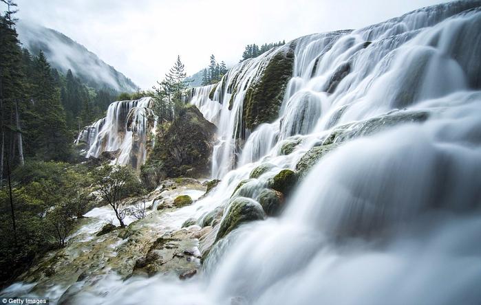 4. Жемчужный водопад в заповеднике Цзючжайгоу (700x444, 326Kb)