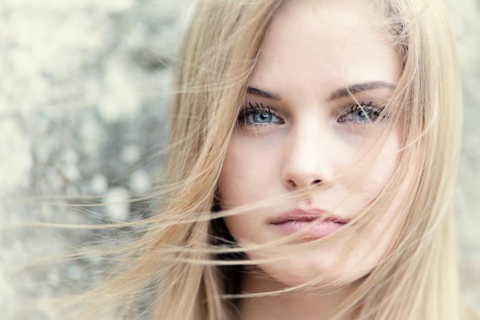 devushka-blondinka-lico-volosy-5017 (700x466, 255Kb)