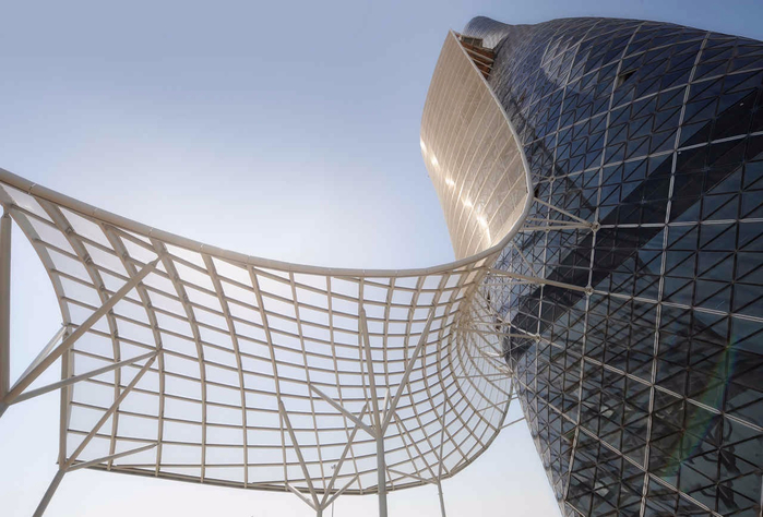 Падающий небоскреб Capital Gate в Абу Даби 4 (700x474, 317Kb)