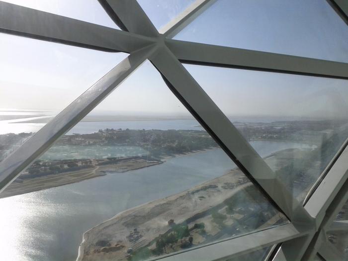 Падающий небоскреб Capital Gate в Абу Даби 8 (700x525, 312Kb)