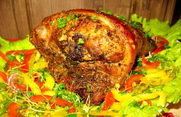 Рулька свиная в пиве с чесночком и кориандром