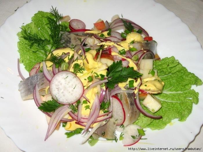 Салат с селедкой и редиской