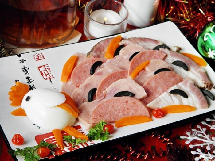 Рецепты холодных блюд на Новый год/5281519_myasnaya_narezka_quothvost_petuhaquot331360 (700x525, 292Kb)