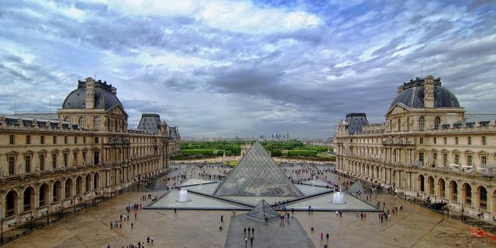стеклянная пирамида лувра 7 (700x350, 277Kb)