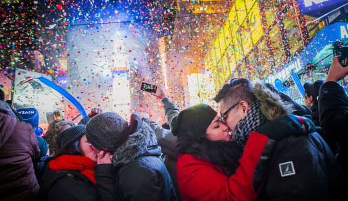 New-Years-Eve-in-Time-Square-NYC (700x405, 105Kb)