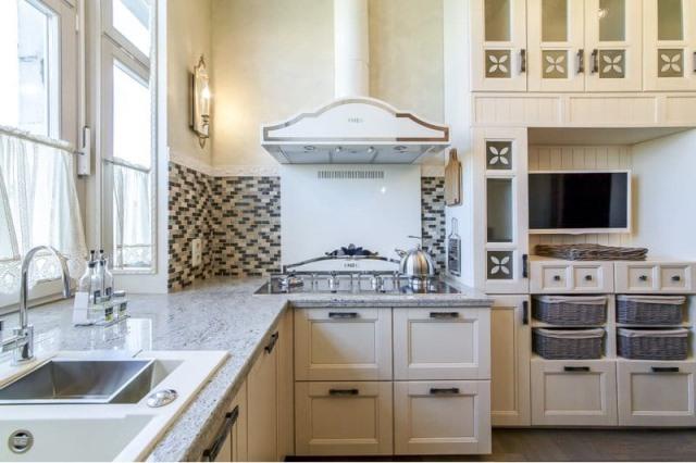 Мозаика-из-камня-и-стекла-в-интерьере-кухни (640x426, 210Kb)