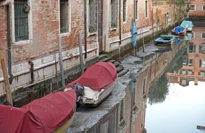 в венеции пересохли каналы 4 (700x453, 360Kb)
