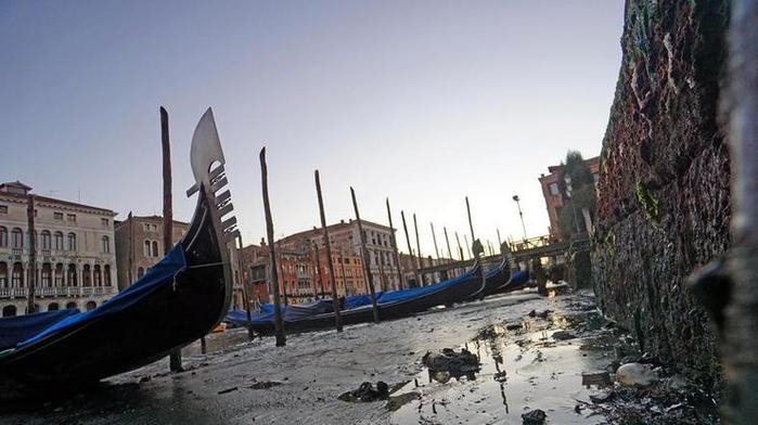 в венеции пересохли каналы 8 (700x392, 228Kb)