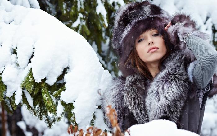 3416556_girlmodelfacebrunetteeyeslipssnow2880x1800_1_ (700x437, 245Kb)