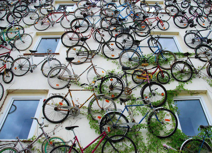 3726595_wallofbicycles2900x650_1_ (700x505, 134Kb)