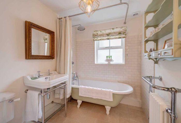 300-летний дом. Ванная комната./4581447_dom7 (700x475, 41Kb)