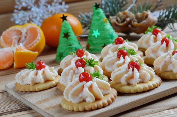 Рецепты быстрых блюд на Новый год/5281519_zakuska_na_krekerah_s_krabovimi_palochkami345558 (700x463, 245Kb)