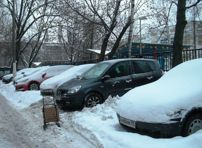 Автомобили, автомобили все дворы заполонили... (700x512, 116Kb)