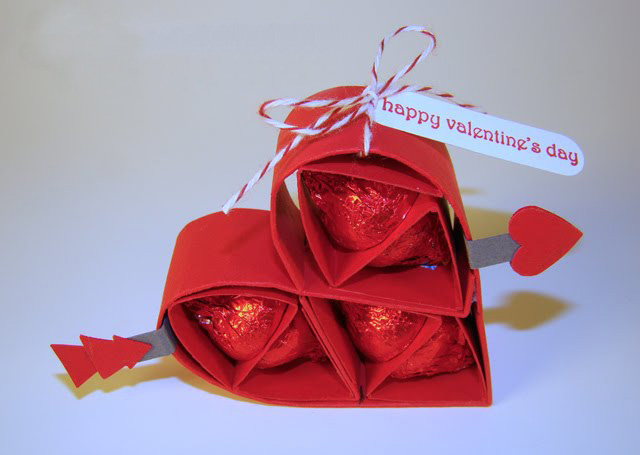 6140098_valentinesdaygiftsforhimchocolateskissesredpaperheart (640x455, 77Kb)