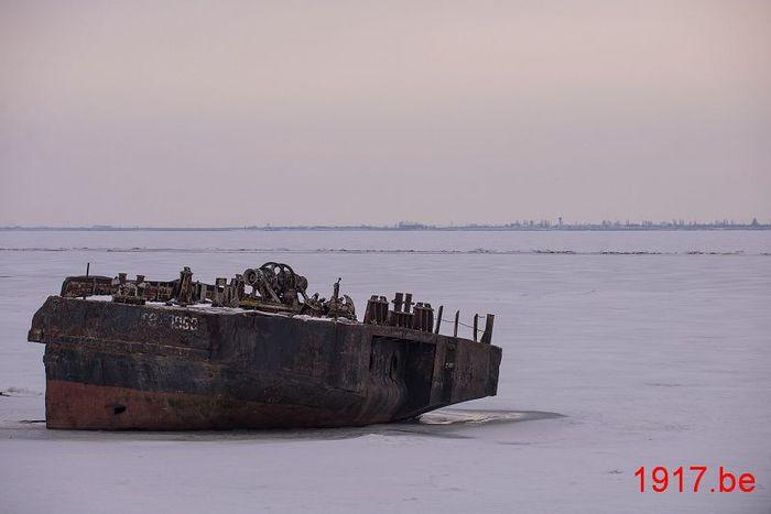 Украинские корабли вмерзли в лёд в Одессе/1907332_rustyship1957513_1280 (700x467, 27Kb)