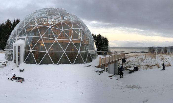 экологический дом под куполом 1 (700x418, 149Kb)