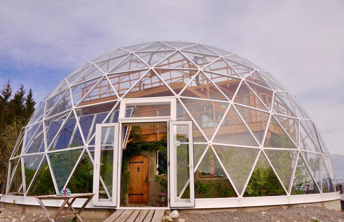 экологический дом под куполом 2 (700x452, 293Kb)