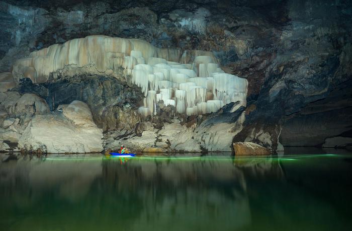 пещера Tham Khoun в лаосе 2 (700x461, 322Kb)