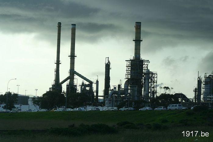 Нефть/1907332_refinery340439_1280 (700x466, 40Kb)