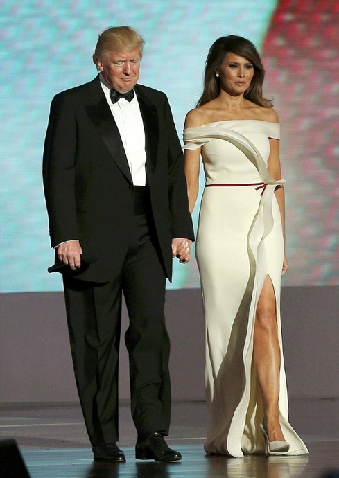 133493754_3C581EC0000005784142424A_stunning_Melania_Trump_let_her_hair_down_as_took_to_the_stage_a154_1484970791799 (489x690, 98Kb)