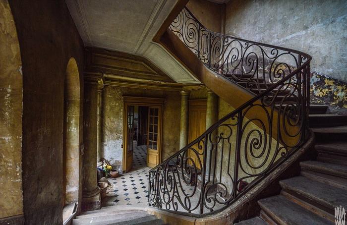 заброшенный старинный дом фото 3 (700x454, 381Kb)