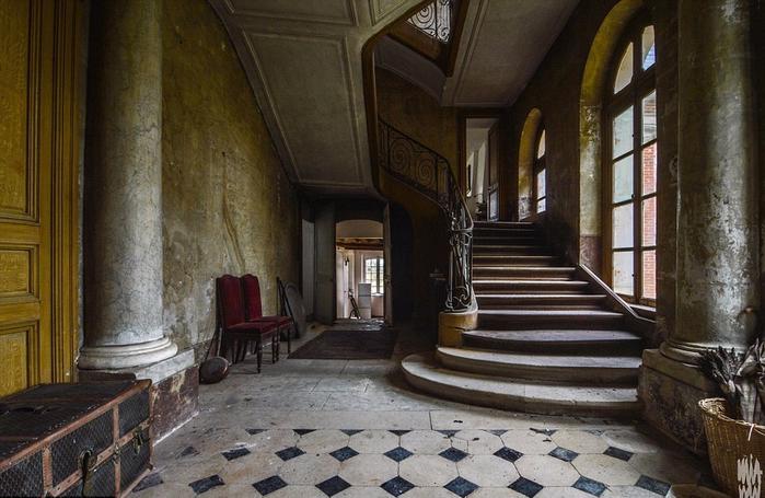 заброшенный старинный дом фото 5 (700x455, 363Kb)