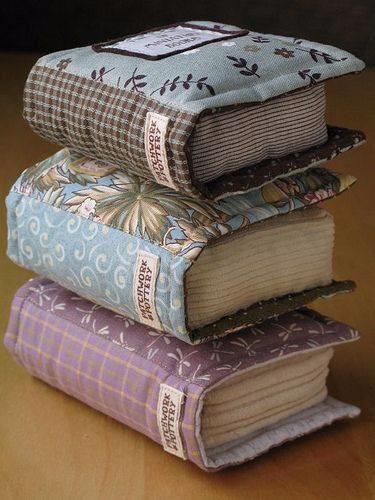 подушки-книги (375x500, 184Kb)