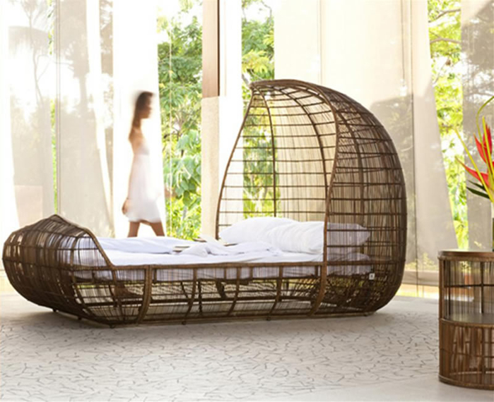 Modern-Hand-Woven-Bed-Design-Ideas-for-Bedroom-Furniture-Voyage-by-Kenneth-Cobonpue-1 (700x570, 342Kb)