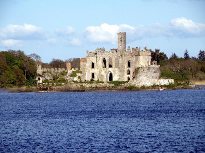замок на острове Касл Айленд ирландия 3 (700x522, 384Kb)