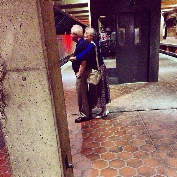 бабушка с дедушкой1 (605x605, 79Kb)