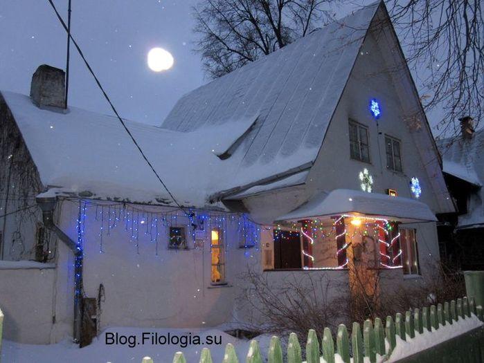Дом в новогоднем убранстве. Поселок художников Сокол в Москве. Улица Поленова (700x525, 62Kb)
