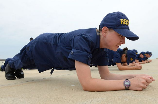 5954460_A_U_S__Coast_Guard_recruit_assigned_to_Company_Oscar_188_performs_a_plank_during_incentive_training_at_Coast_Guard (650x426, 38Kb)